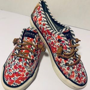 Sperry's in floral, size 7
